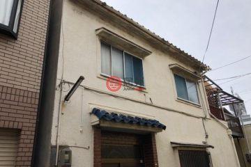 居外网在售日本4卧2卫原装保留的房产总占地108平方米JPY 15,000,000