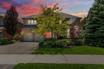 居外网在售加拿大4卧4卫局部整修过的房产总占地833平方米CAD 1,898,000
