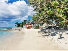居外网在售美属维京群岛5卧4卫的房产总占地3966平方米USD 969,500