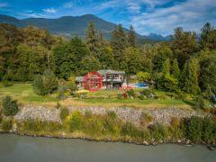 加拿大房产房价_不列颠哥伦比亚省房产房价_Squamish房产房价_居外网在售加拿大Squamish5卧6卫的房产总占地24030平方米CAD 6,440,000