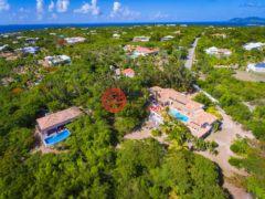 居外网在售圣马丁岛7卧8卫的房产总占地12141平方米
