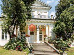 居外网在售波兰5卧4卫的房产总占地3257平方米