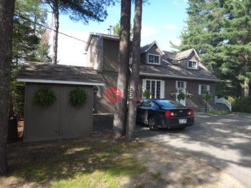 居外网在售加拿大4卧3卫曾经整修过的房产CAD 448,889